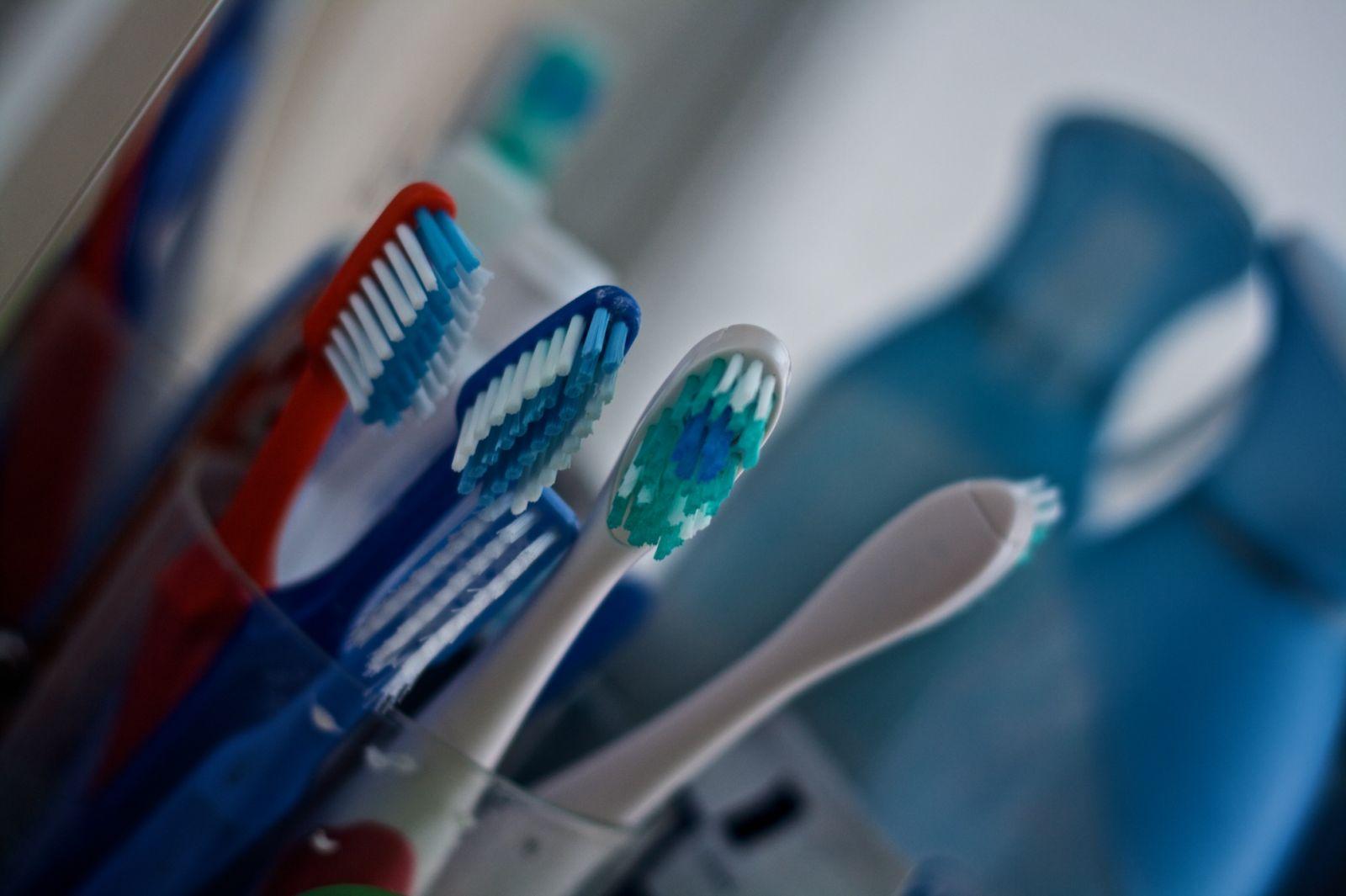 odontovourtsa_1280px-Toothbrushes.jpg